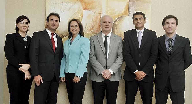 O advogado Dr. Reinaldo Vassoler  e sua equipe Dra. Daniela Dourado, Dr. Vinicius Ponton, Dra. Luzia Vassoler, Dr. Ronaldo Peres e Rafael Augusto