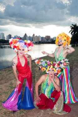 : As Priscillas são personagens que dão vida à ação do GADA para promover a visibilidade positiva do público LGBT